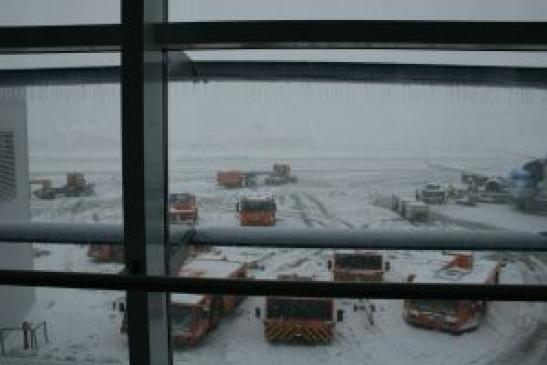 Urlaub in Rumänien: Airport Bukarest Otopeni im Winter 2012